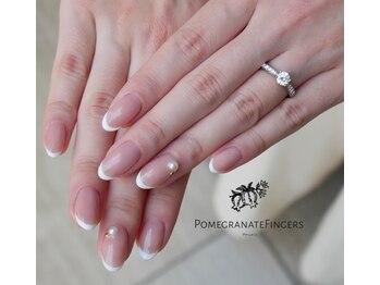 ポミグラニットフィンガーズ(Pomegranate Fingers)/エンゲージリングの似合うネイル