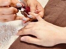 爪に優しい自爪を削らない人気のシェラックネイル導入店。完全手作業のオフ&丁寧なドライケアで爪を育成♪