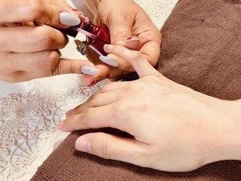 ネイルサロン アムール(Amour)の写真/爪に優しい自爪を削らない人気のシェラックネイル導入店。完全手作業のオフ&丁寧なドライケアで爪を育成♪