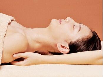 VS28スキンケアスタジオ バリイン 広島(BALI IN)の写真/【肩甲骨が気持ち良い!】毛穴洗浄フェイシャル+肩甲骨ほぐしケア 慢性的な肩の疲れを感じる方に◎