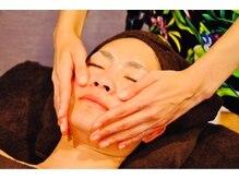 ハワイアン ロミロミ サロン ナイア(Hawaiian lomilomi salon Naia)の雰囲気(大きな手で包み込む安心感。小顔効果にも期待でクスミも改善☆)