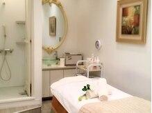 エヴァーグレース 新宿店の雰囲気(全室個室で落ち着いた空間で施術を受けられます)
