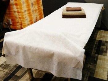 プレミアム全身脱毛シースリー 神戸三宮店/新品・未使用の不織布のシーツ