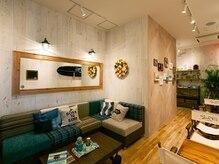 サーフフィットスタジオ 梅田店の雰囲気(こだわりの店内でレッスン後もゆっくり過ごせます♪)