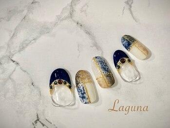ラグウナ(Laguna)/ネイビーのチェックネイル
