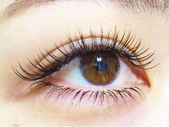 アイラッシュサロン ベティ(Eyelash Salon ~Betty*~)の写真/左右の目幅・形は違う!5000人以上経験のあるプロが長さ&カール&角度を駆使し左右対称の瞳へ近づけます♪