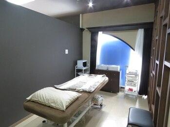 ブラジリアンワックスアンドマツエク グルック/個室空間での施術