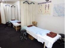 養生堂 整体院の雰囲気(カーテンで仕切られた空間で施術。)