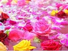 天然温泉 花咲の湯 ハナサキ スパ(HANASAKI SPA)の雰囲気(毎月7&8日はバラ風呂!お風呂いっぱいに約千輪の花が咲く♪)