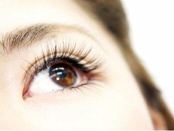 ミミラッシュ 鈴鹿 ヴィヴァーチェ店(MIMIRUSh VIVACE)の写真/【朝のメイク時間短縮♪】汗や涙でにじまずきれいなまつ毛をキープするので、写真映えする上品な目元へ☆
