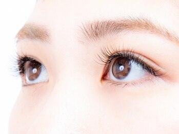 プロシェ 大宮店(Proche)の写真/丁寧な施術でモチがいい♪大人気フラットラッシュ★キレイなマツエクで魅力的な瞳をキープ♪