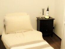 アイラッシュサロン ニコット(nicotto.)の雰囲気(ふかふかのベッドと、静かな個室でゆっくり施術が受けられます)