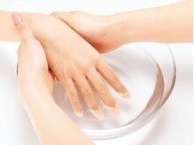自爪をいたわる施術はフィオリアのこだわり「潤いネイルケア」をご紹介