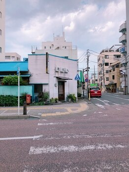 アイラ 平塚店(EYELA)/角のお鮨屋さんを背に