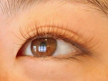カルディア(Kardia)の写真/まつ毛をパッチリ上げてからエクステを装着◎理想的な瞳に♪【アップワードラッシュ×付け放題¥8250】