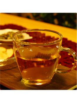 ココロとカラダをととのえる ゆらりら/施術後はオリジナル漢方茶を!