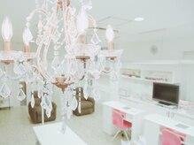 アールズネイル 金町店(R's nail)の雰囲気(≪ホワイト×ピンク≫が可愛いサロン内♪)