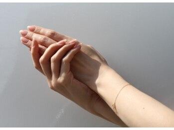 ナノネイルデザイン(nanonail design)の写真/【爪のコンプレックス解消】ネイルが長持ちしないのはケアが原因かも…本格ケアで潤いのある美爪をキープ☆