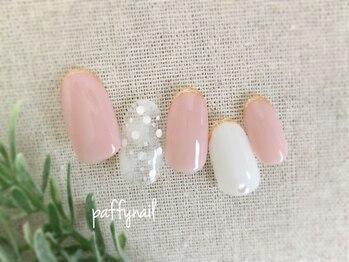 ホワイト&ピンクの上品ネイル