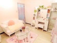 アイアンドヒトミ(Ai&Hitomi)の雰囲気(白を基調としたお姫様のような贅沢空間♪)