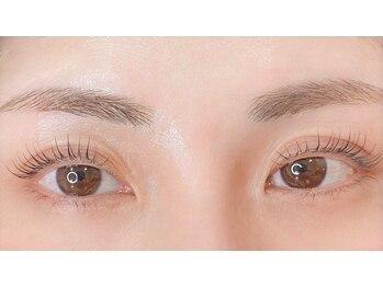 レボン アイラッシュ(rebon eyelash)の写真/【1ゲスト制貸切salon】プロに任せる。≪美眉アイブロウ×最新まつげパーマ≫のセット施術で上がる美人度!