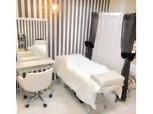 ビューティー ルーム フルフィル アイラッシュ(beauty room fulfill)の雰囲気(フルフラットベットの半個室空間でゆったりお過ごしください♪)