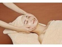 『セラミド保湿』で美容成分を閉じ込め、美しくツヤのある肌を長時間キープ