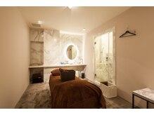ヴェルジュスパ(VERJUS SPA)の雰囲気(個室、シャワールーム、コテ、整髪剤等のアメニティ完備)