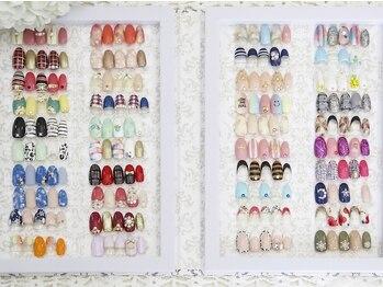 ベル アンジェ(Bells Anges)の写真/アートネイルのサンプルデザインを多数ご用意☆予算に合わせてパーツを組み合わせ、個性溢れる指先に♪