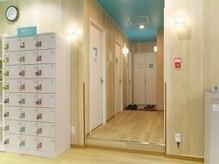 スマートフィット100 仙台一番町店の雰囲気(【ロッカー/更衣室/個室シャワールーム完備】)