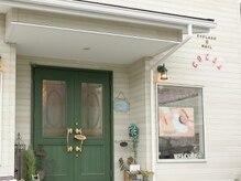 カワイイ緑の扉が目印です!