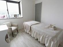 ラグナ(LAGUNA)の雰囲気(白を基調とした清潔感あふれる施術ルーム♪)