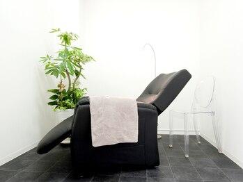 チッリア つくば店(eye lash labo ciglia)の写真/【全部屋個室でプライベート空間をお約束◇】ふかふかのソファーで極上のサロンタイムをお過ごし頂けます♪