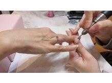 自爪をきれいに整えるネイルケアも行っております。