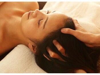 頭美人 肌美人 イーオースパ リアルプロ(EO SPA × REAL PRO)/まずは頭皮の柔らかさをチェック