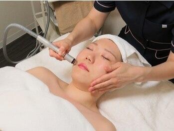 プライベートエステサロン モコ(moko)の写真/【NEW!ハイドラフェイシャル導入!】紫外線ダメージや様々なお肌悩みにアプローチ♪デコルテまで施術◎