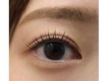 アイラッシュサロン カルモ(eye lash salon calmo)の写真/マスクが必須のこの時期だからこそ目元の印象が大事◎根元からグッとUPするナチュラルな魅せまつ毛に♪