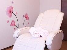 マグニフィセントビューティー(Magnificent Beauty)の雰囲気(ゆったり施術を受けられるサロン専用リクライニングベッド完備♪)