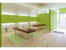 カラダラボ 南矢島店の雰囲気(緑を基調にした、まるで自然に囲まれた気持ちのよい空間)