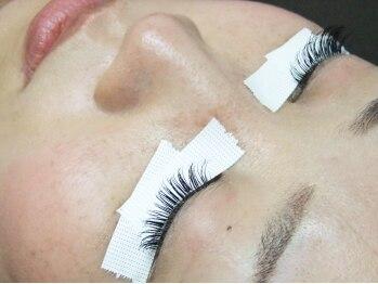 ロータスアイラッシュ(LOTUS eyelash)/1本1本、丁寧に装着
