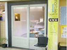 マーブル(marble)の雰囲気(白いドアが目印です♪カフェの様な店内でお寛ぎいただけます♪)