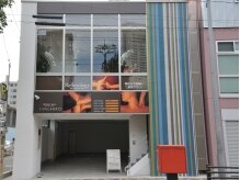 リフレッシュサロン ハチコ 金山店(Re'fresh Salon HACHIKO)の雰囲気(雨の日も楽々♪1Fが専用駐車場!建物全部がHACHIKOです!)