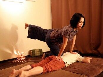 タイ古式マッサージ ファンディー(Fandee)の写真/下半身の疲れから来るコリ固まった腰の辛さに◎ストレッチを織り交ぜた心地よい手法で辛い腰の痛みを改善!