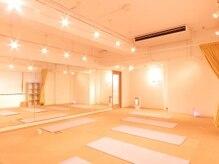 ヨガステ 新宿店の雰囲気(清潔感のあるスタジオで楽しくヨガライフを始めませんか?)