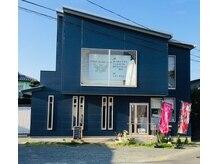 トータルビューティーサロン アンジュ(ange)の雰囲気(ブルーの2階建のお店になっております♪)