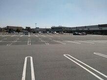 リーフ(Leaf)の雰囲気(とても広い駐車場もございます!お仕事帰りにも通いやすい♪)
