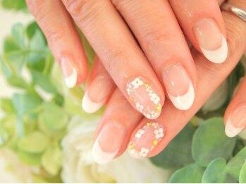 ラグジー(LUXEE)/白フレンチに囲み花