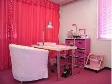 女性の大好きなピンクの可愛い店内で素敵なネイルタイム♪