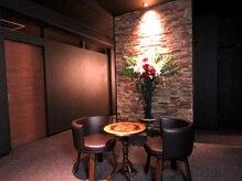 パウザ(PAUSA)/豪華な天然石壁を通りお部屋へ♪