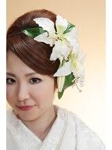 白無垢にあう洋髪のヘアスタイル 綿帽子/前髪/生花/かんざし